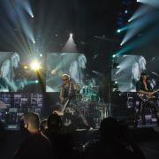 Die beiden Gitarristen Rudolf Schenker (l.) und Matthias Jabs rocken die Leipziger Arena.