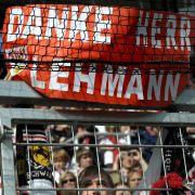 Der Dank der Stuttgarter Fans an Jens Lehmann. In Hoffenheim hat der ehemalige Nationnaltorhüter sein letztes Spiel bestritten.