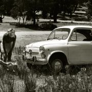 Der Seat 600 wird Spaniens Käfer, lockt die Menschen in Scharen vom Moped ins Auto und hilft dabei, Spanien vom Agrarland zur Industrienation zu machen.