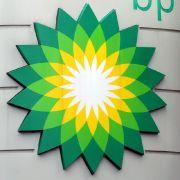 Der Mineralölkonzern BP, Eigentümer der gesunkenen Ölplattform, gerät derweil mächtig unter Druck.