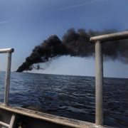 Damit es soweit nicht kommt, versucht BP immer wieder, das Öl auf offener See abzubrennen.