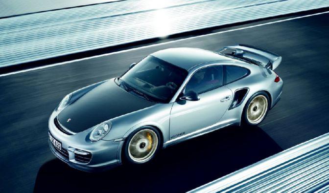 Der absolute Hammer mit Gänsehauteffekt: Der 911er GT2 RS hat 620 PS im Heck und katapultiert den Porschepiloten in 3,5 Sekunden auf Tempo 100.