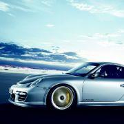 Zahlreiche Komponenten aus dem Serien-911 wurden durch Leichtbaukomponenten aus Kohlefaser und Karbon ersetzt.