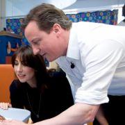 ... Wahlkampf gab er sich jugendlich, schlagfertig und bürgernah. Doch den Sohn wohlhabender Eltern nehmen immer noch viele Briten als Schnösel wahr. Cameron ...