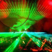 Herrliche Effekte lassen sich mit Laserstrahlen zaubern - wie hier bei einer Lichtschau im Rahmen eines Konzerts des Berliner Kammerorchesters.