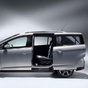 Der größere Grand C-Max verfügt über hintere Schiebetüren. Entsprechend der globalen Konzernstrategie kommt er als Siebensitzer ab 2011 als Benziner auch nach Nordamerika.