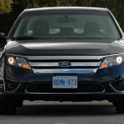 Die Systemleistung beträgt 191 PS. In der Praxis erzielt der Wagen einen Durchschnittsverbrauch um fünf Liter pro 100 Kilometer, fährt sich durch die hohe Leistung allerdings deutlich flotter als ein Toyota Prius.