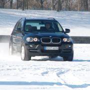 Ist sich für keinSchneegestöber zu Schade: der BMW X5.