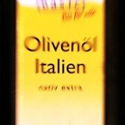 Noch immer halten sich Hausmittel wie beispielsweise Olivenöl, die eine Tötung der Läuse versprechen. Ohne Garantie!