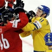 Raufende Jungs II: Schweden gegen die Schweiz.