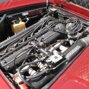 Mit einem 3,5 Liter großen Sechszylinder leistet der Maserati in der Basisversion 215 PS. Auf Wunsch gab es Hubraumerweiterungen auf 3,7 und 4,0 Liter, die dem Sechszylinder 245 bis 255 PS entlockten.