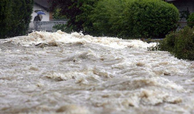 Tagelange heftige Regenfälle haben in mehreren Ländern Mitteleuropas - wie hier im Süden Polens - ganze Landschaften in reißende Fluten verwandelt.