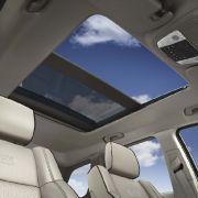 Auch ein großes Panorama-Glasdach ist beim Jeep Grand Cherokee zu haben.