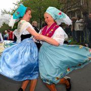 Diese sorbische Trachtengruppe wirbelte 2005 beim zehnten Karneval der Kulturen durch Berlin.