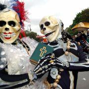 Ein schauriger Auftritt: Eine mexikanische Gruppe nahm 2005 als Skelette verkleidet am Umzug teil.
