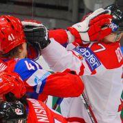 Zweikampf auf dem Eis: Russland gegen Kanada.