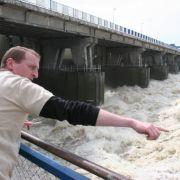 Staudamm bei Wloclawek, Zentralpolen: Die Staustufe lässt pro Sekunde 5500 Kubikzentimeter Wasser hindurch.