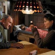 Julia Stemberger (links) und Michael Mendl im Film Schatten der Erinnerung.