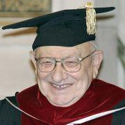 Die Ehrendoktorwürde der Universität Tel Aviv erhält Reich-Ranicki im Jahr 2006.