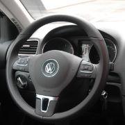 Das Fünfganggetriebe lässt sich leicht und präzise durch die Gasse führen, doch wie von VWs BlueMotion-Modellen gewohnt, muss man mit dem extralang übersetzten fünften Gang leben. Sechs Gänge gibt es erst beim 2.0 TDI, das Siebengang-Doppelkupplungsgetrie