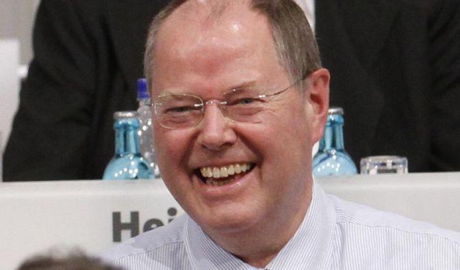 Hat er am Ende gut lachen? In SPD-Kreisen wird der ehemalige Bundesfinanzminister und frühere NRW-Ministerpräsident Peer Steinbrück als Kandidat gehandelt. Ein Mann mit Humor und sprachlicher Kraft, sagen seine Fürsprecher.