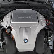 Powerpaket: Unter der Motorhaube steckt ein kraftstrotzender V8-Benzin-Direkteinspritzer mit Doppelturbo und 4,4 Liter Hubraum sowie 407 PS.