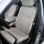 Teurer Luxus in Serie: Nappa-Leder, Navigation Professional, der schlüssellose Zugang, Komfortsitze und eine 20-Zoll-Mischbereifung gehören zur Serienausstattung beim BMW X6 Active Hybrid.