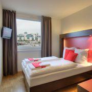 In einem der Meininger Betten schläft man garantiert zentral. In Berlin beispielsweise direkt am Hauptbahnhof. Die Preise für die Übernachtung beginnen bei 28 Euro.