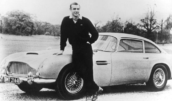 Zwei Originale: Sean Connery alias James Bond vor dem Agentenflitzer alias Aston Martin DB5.