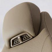 Luftnummer: Der Airscarf haucht heiße Luft in den Nacken. Braucht man als Cabriofan solch einen aufpreispflichtigen Nackenfön?