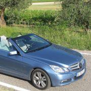 Luftmütze statt Wind im Haar: Das neue E-Klasse Cabrio verblüfft mit Innovationen, wie dem Aircap.
