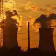 ... werden künftig Energiekonzerne. Mit einer Brennelementesteuer sollen bei längeren Atomlaufzeiten Zusatzgewinne der Unternehmen in die Staatskasse umgeleitet werden. Es geht um 2,3 Milliarden Euro jährlich. Zügig ...