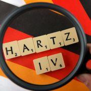 ... Hartz-IV-Empfänger einstellen. Die Bezüge wurden von Schwarz-Gelb unter die Lupe genommen.Das Ergebnis:Die Rentenbeiträge des Bundes für Hartz-IV-Empfänger fallen künftig weg. Außerdem werden aus sogenannten Pflichtleistungen nur noch Erme