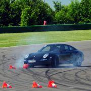 Beim raschen Spurwechsel geraten manche Fahrer schon zum ersten Mal an die Grenzen der Physik.