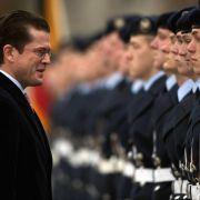 ... muss auch Verteidigungsminister Karl-Theodor zu Guttenberg (CSU). Bei den Streitkräften sollen die Strukturen überprüft werden - mit dem Ziel, von 2013 jeweils zwei Milliarden Euro einzusparen. Wer künftig ...