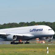 .... mit dem Flugzeug unterwegs ist, muss mit einer ökologischen Luftverkehrsabgabe rechnen. Sie soll jährlich etwa eine Milliarde Euro einspielen. Ohne Darlehen ...