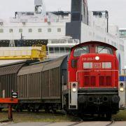 ... soll die Deutsche Bahn künftig ihre Gewinne. Der Bund als Eigentümer plant von 2011 bis 2014 jeweils 500 Millionen Euro Dividenden-Einnahmen ein. Bisher konnte der bundeseigene Konzern Gewinne komplett behalten. Verschont ...