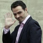 Der als Milliardenzocker bekanntgewordene Börsenhändler Jérôme Kerviel muss sich ab dem 8. Juni 2010 vor einem Pariser Gericht verantworten.