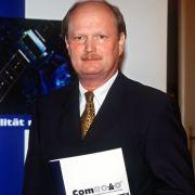 Das Archivbild vom August 2000 zeigt Bodo Schnabel, damals noch Vorstandsvorsitzender des Telematik-Unternehmens Comroad AG, in Frankfurt am Main. Nach Ansicht von Aktionärsschützern hat es kaum einer so weit getrieben wie er.