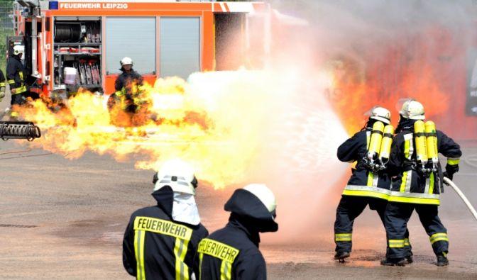 Live-Einsätze auf dem Freigelände der Messe Leipzig gehören ebenso zum Programm der INTERSCHUTZ 2010, wie hier bei der Simulation eines Gefahrgutbrandes.
