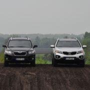 Die Voraussetzungen sind bei beiden beinahe gleich: Ein stattliches Gewicht von je zwei Tonnen steht knapp 200 Diesel-PS entgegen.