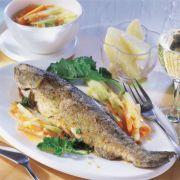 Lieber Fisch als Fleisch: Bei Hitze sollten es leichte Mahlzeiten sein.