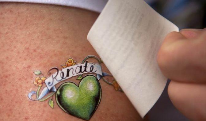 Es sieht auf der Haut fast so schick aus wie ein Tattoo, lässt sich aber leicht wieder abwaschen.