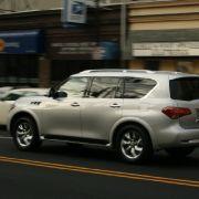 Der Vorgänger mit gleichem Namen war weitgehend baugleich mit dem Nissan Armada, jedoch deutlich luxuriöser. Optisch ist der neue QX kaum wiederzuerkennen.