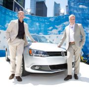 n den USA und Kanada wird der neue Jetta mit drei Benzin-Motoren und einem Turbodiesel (TDI Clean Diesel) angeboten. Die Einstiegsmotorisierung (115 PS) und der Common-Rail-TDI (140 PS). Überarbeitet wurden der bekannte 2,5-Liter- Benziner mit 170 PS und