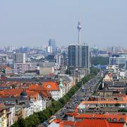 Wer bei der Miete sparen will und trotzdem nicht aufs Großstadtleben verzichten möchte, ist in Berlin richtig.
