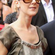 Auch die kanadische Sängerin Celin Dion versteckt ihr geliftetes Gesicht gerne hinter riesigen Gläsern.