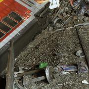 Diese Achse hat es durch die Wucht der Entgleisung vom Wagen des Regionalzuges abgetrennt.