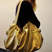 Kristina ist sehr modisch. Sie liebt kräftige Farben und frisches Design.Sie legt Wert auf Qualität, aber auch auf Originalität.