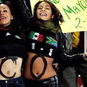 Mexikanerinnen jubeln am Peter Mokaba Stadion in Polokwane, Südafrika.